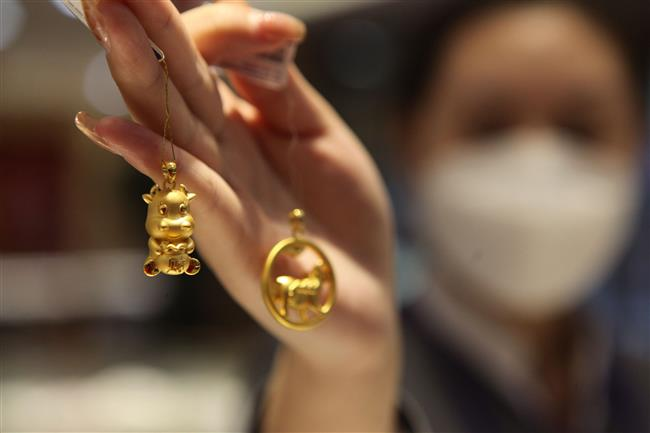 Chinese women revenge spend on gold jewelry
