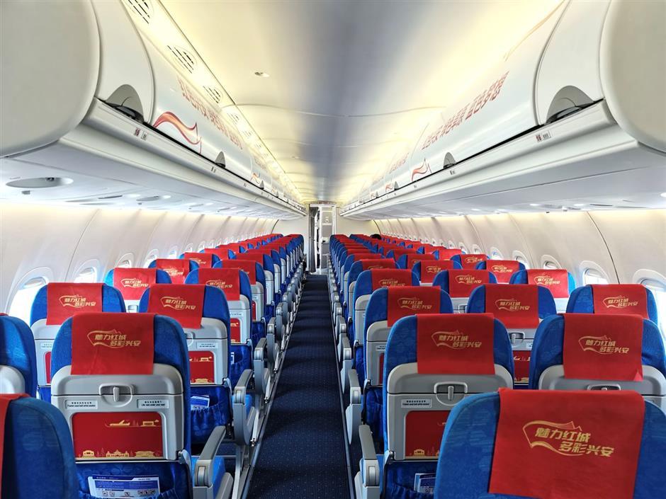 ARJ21 flight celebrates the founding of Inner Mongolia