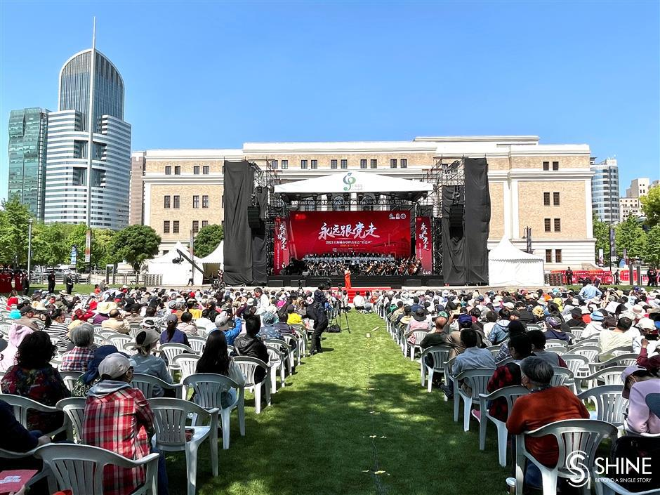Lawn concert mixes classic works with Chinese songs