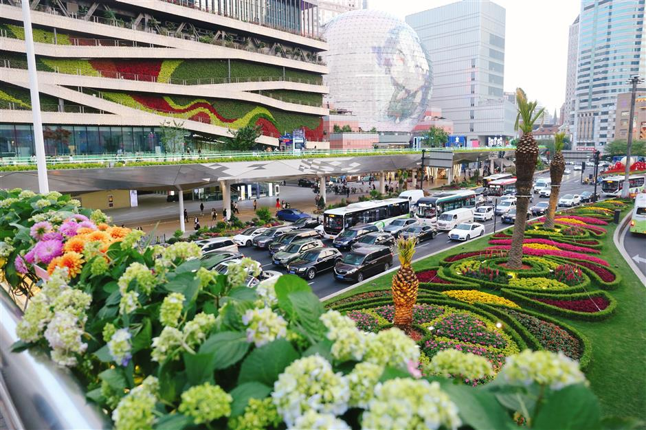 Xujiahui a magnet for shoppers amid shopping frenzy