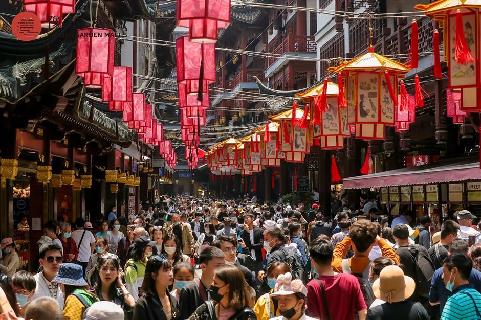 Sunny weather favors citys tourism market
