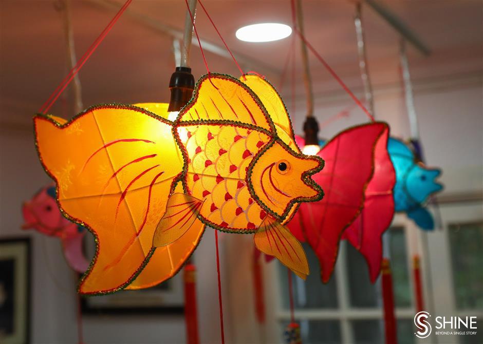 Artisan creates lanterns in animal shapes