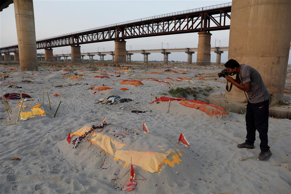 Police probe as bodies found buried along Ganges banks