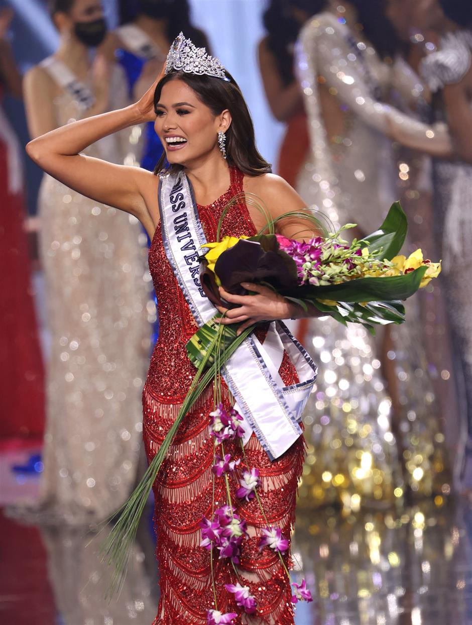 Mexicos Meza crowned Miss Universe in Florida