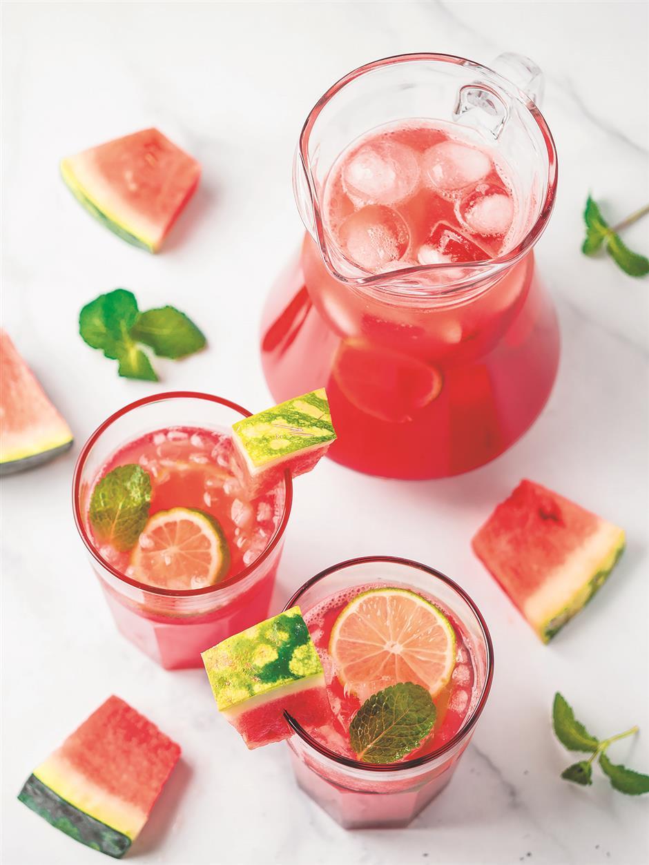 Sweet melons speel summer: low-calorie fruit in abundant supply