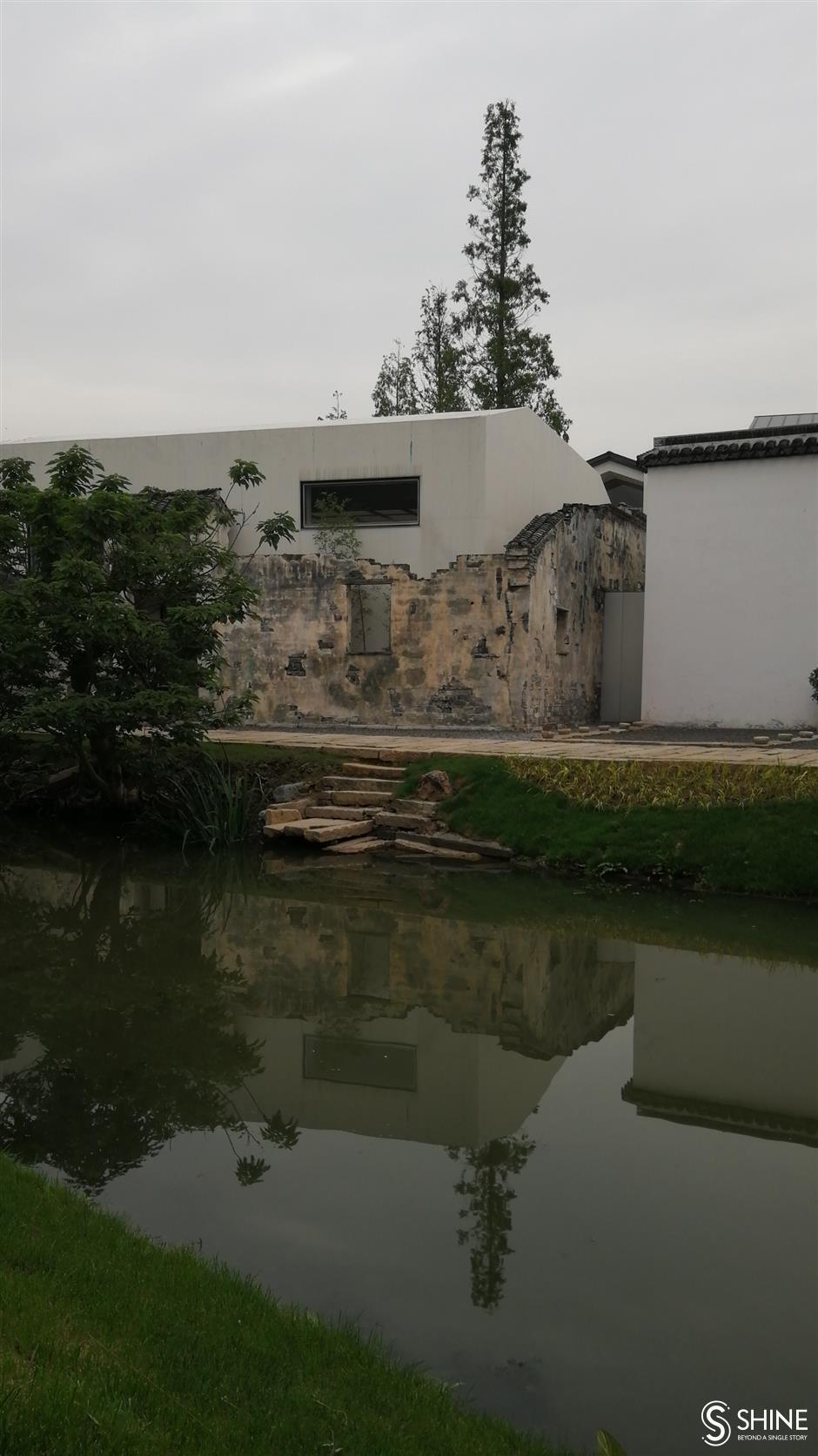 Village pioneers a new type of urbanization