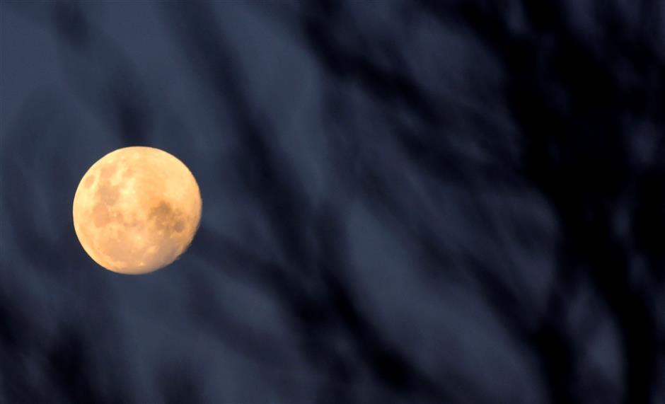 Stargazers gear up for 'Super Blood Moon' celestial show
