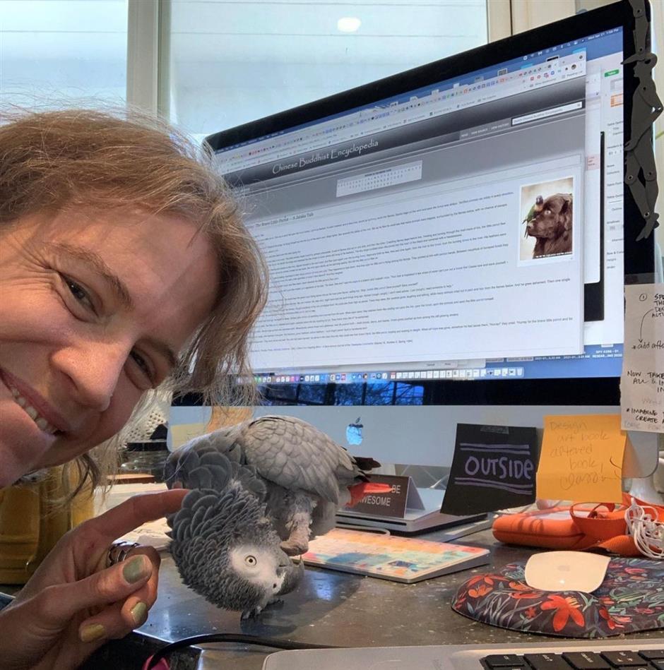 Meet Sammy, the parrot Zoom art therapist