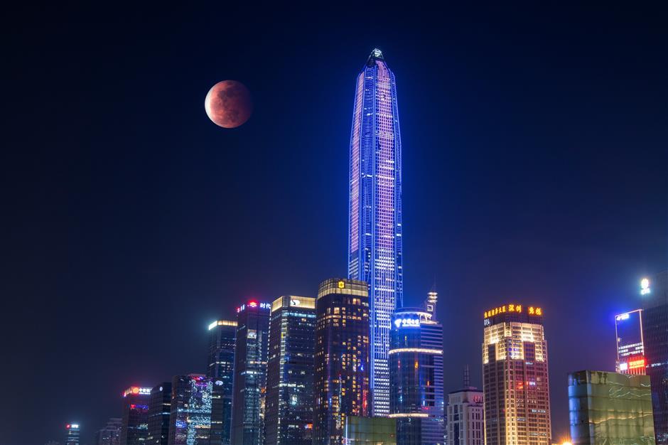 Super blood moon thrills Pacific Rim sky gazers