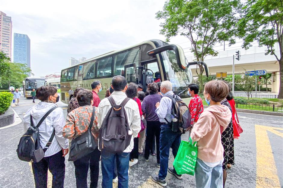Shuttle bus from Putuo to flower expo hits the road