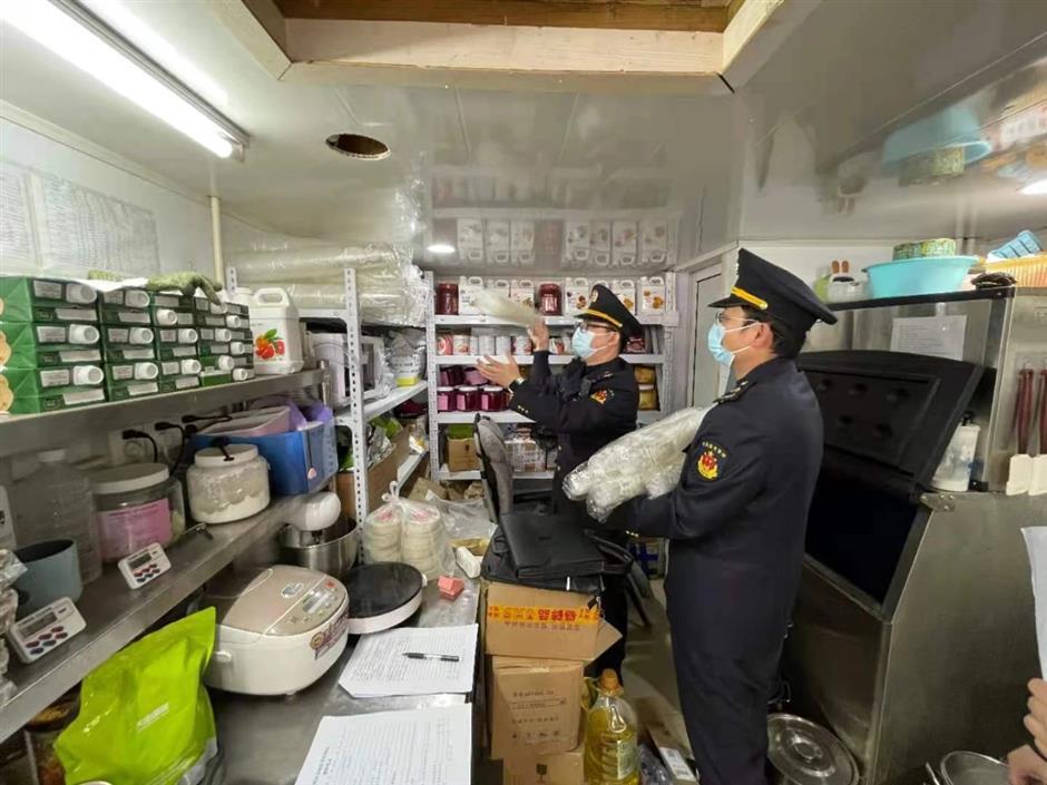 Milk tea shops fined for trademark violations