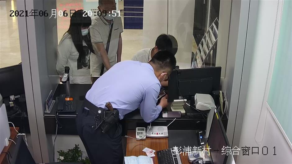 Shanghai police on hand to help students
