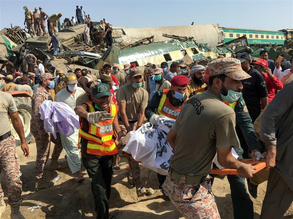 At least 40 killed in Pakistan as train rams into another