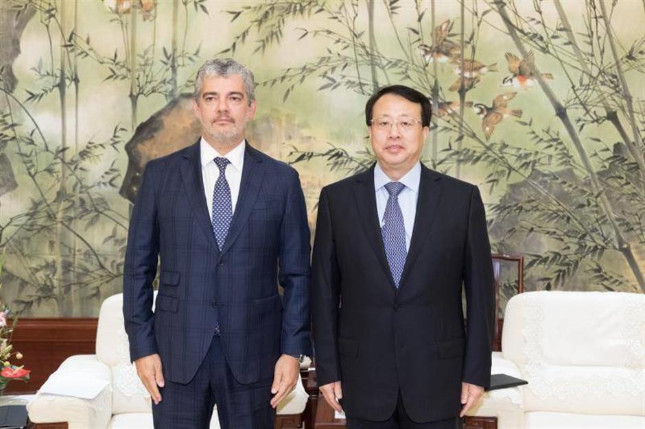 Mayor Gong meets Canadian envoy, NDB chief