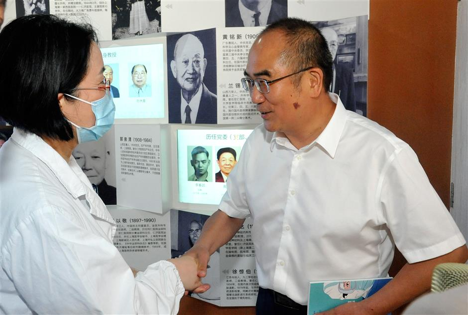 'People's Hero' visits local hospital to express gratitude