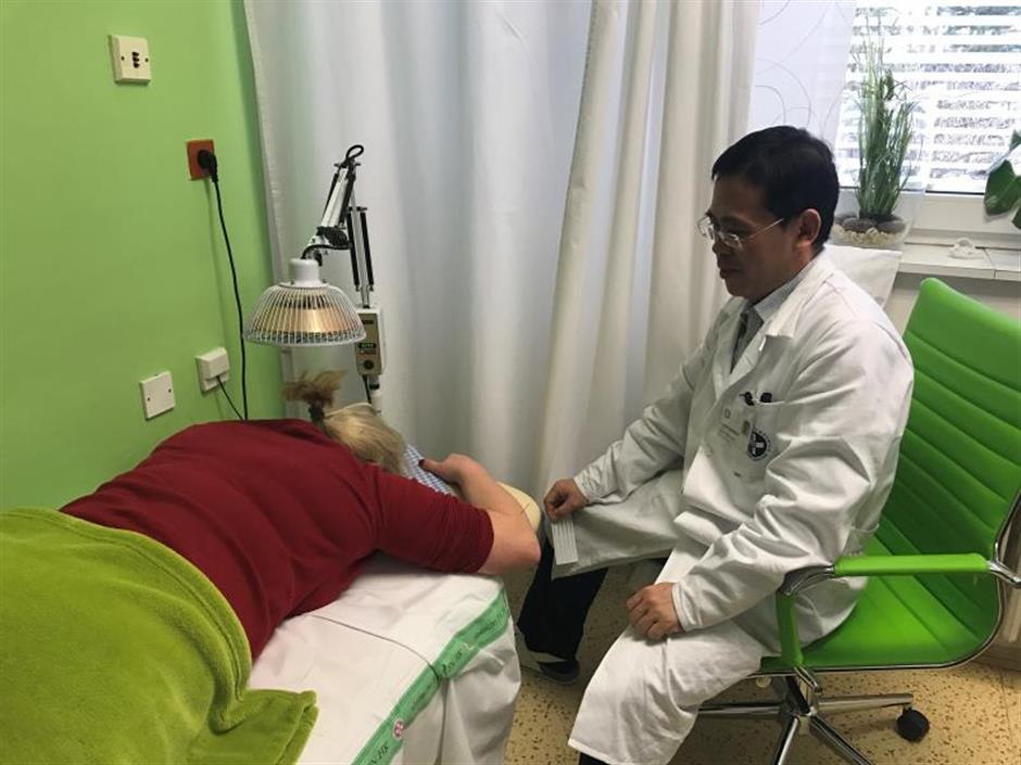 TCM orthopedic physician's unique method of treating pain