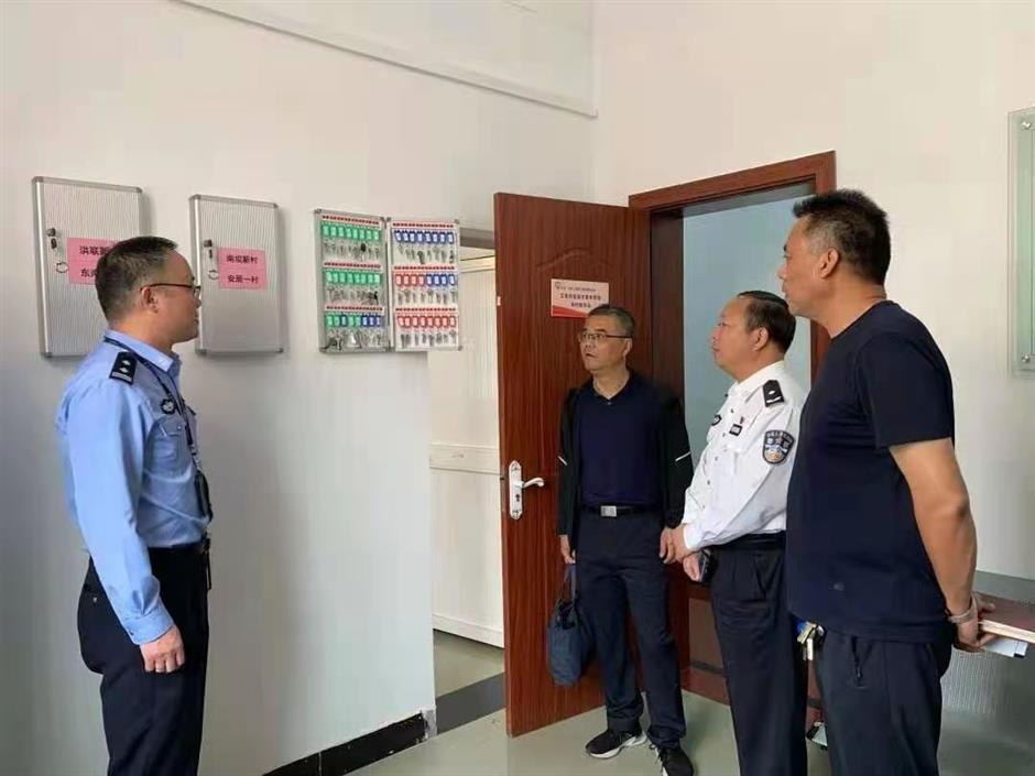 Chongming police tackle safety hazards in empty homes