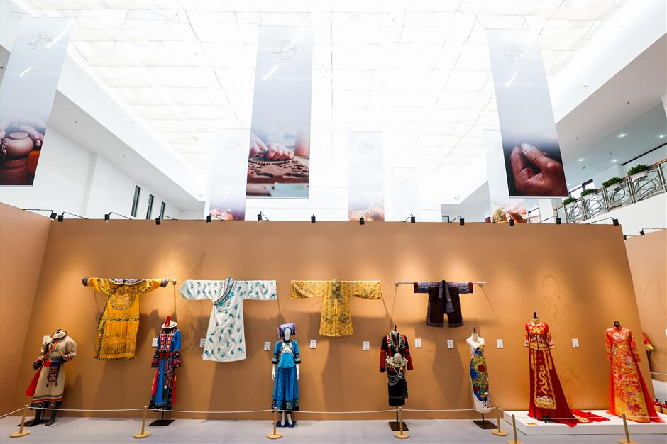 Exhibitions showcase wonders of Chinese arts and crafts