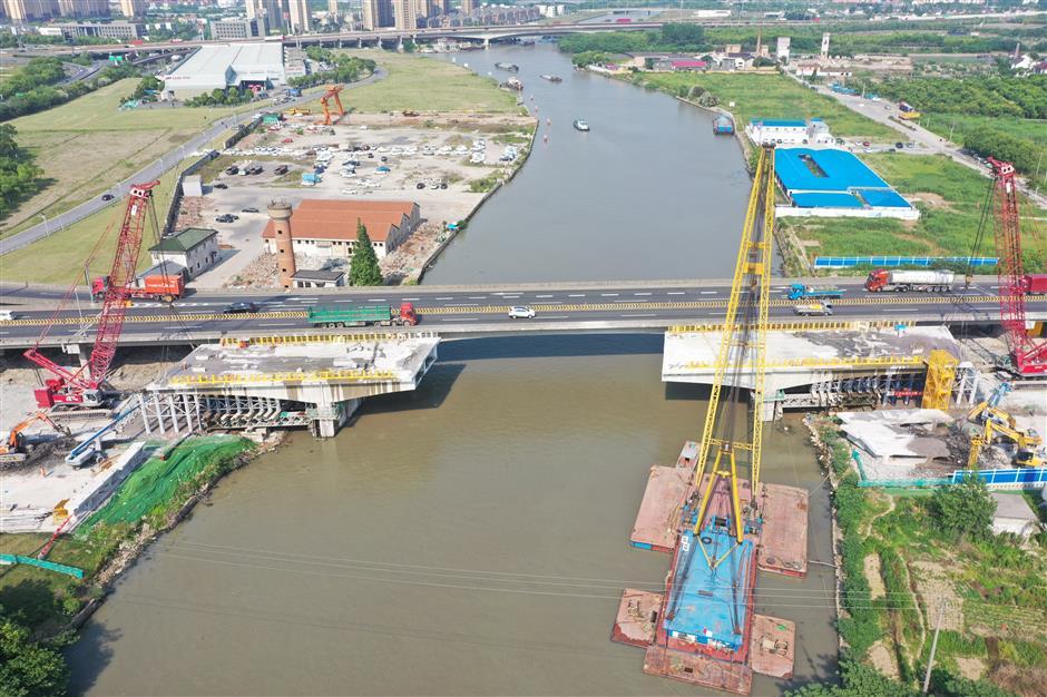 El puente del río Wusong se abre después de la reconstrucción