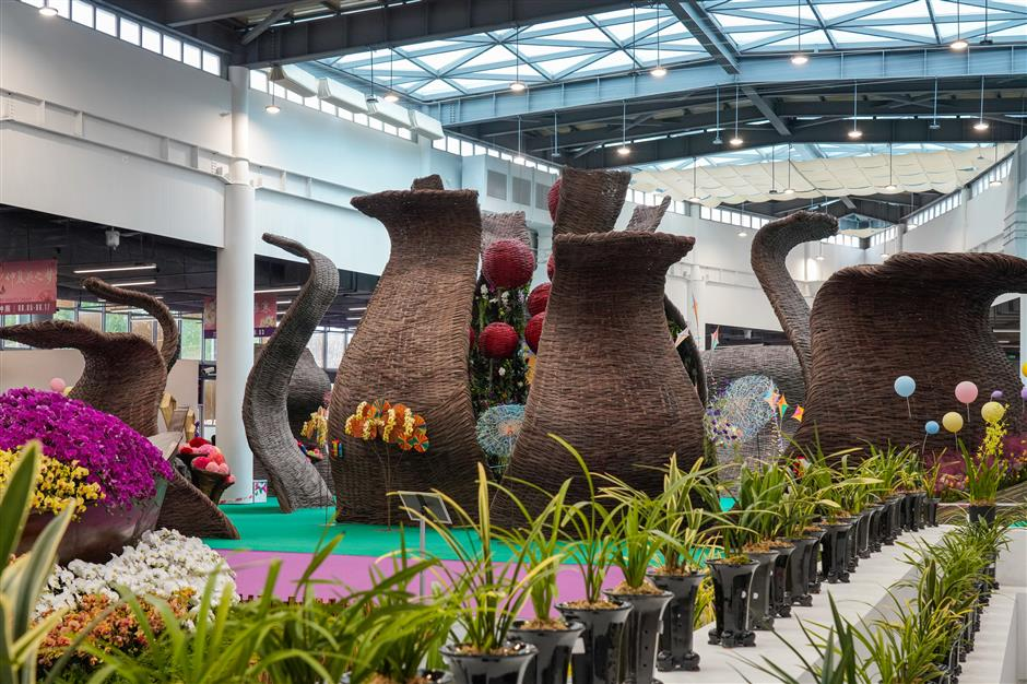 Chongming flower growers add magic to floral expo