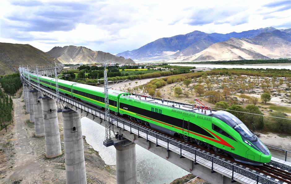 Bullet train debuts on new railway in Tibet
