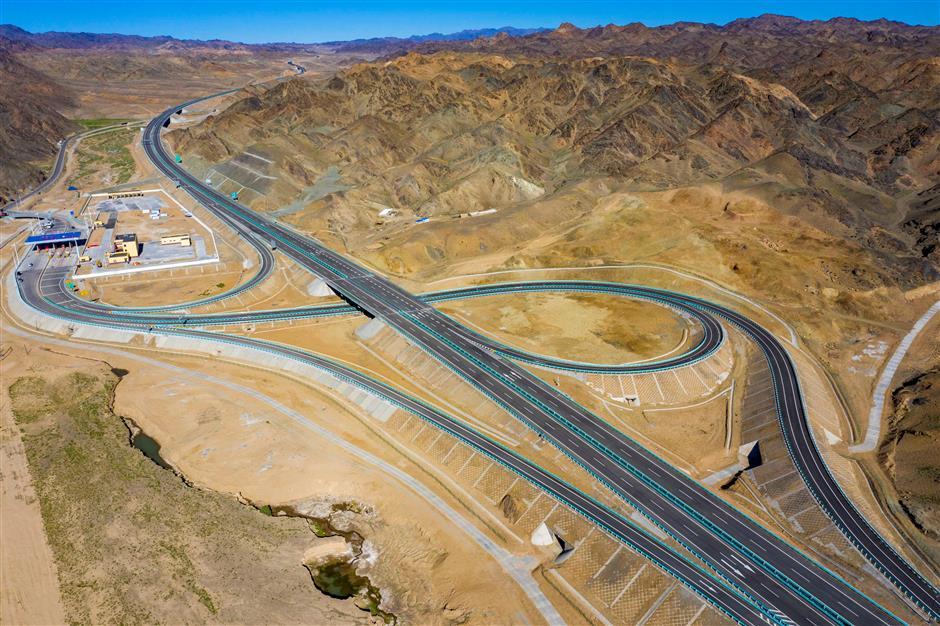 World's longest desert-crossing expressway in full operation