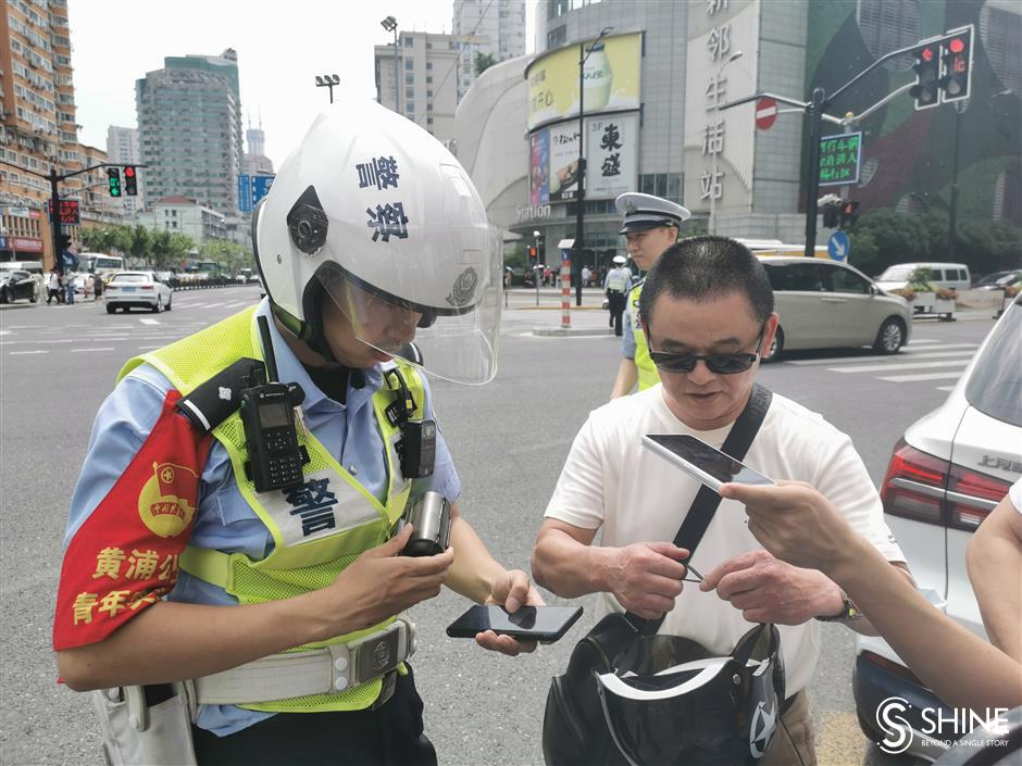 Police begin to fine e-bikers not wearing helmets