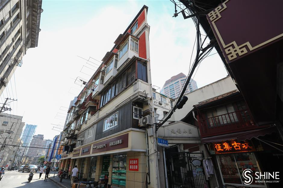 Local residents of 'paper building' to be relocated