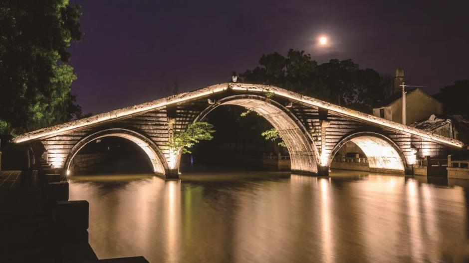 Kuatang Bridge in Songjiang lights up for first time