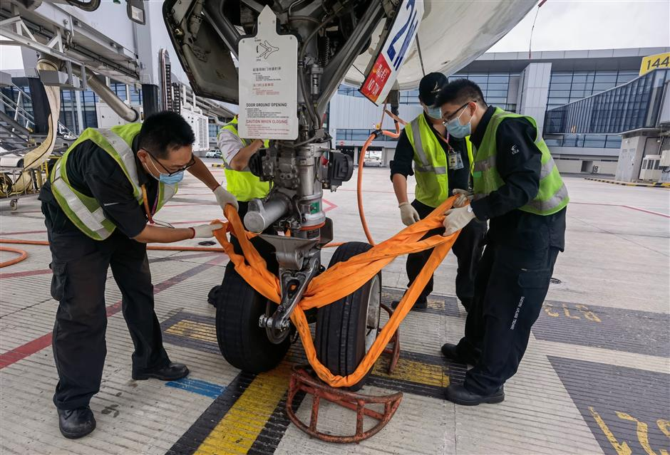 Shanghai airports suspend operation for Typhoon In-Fa