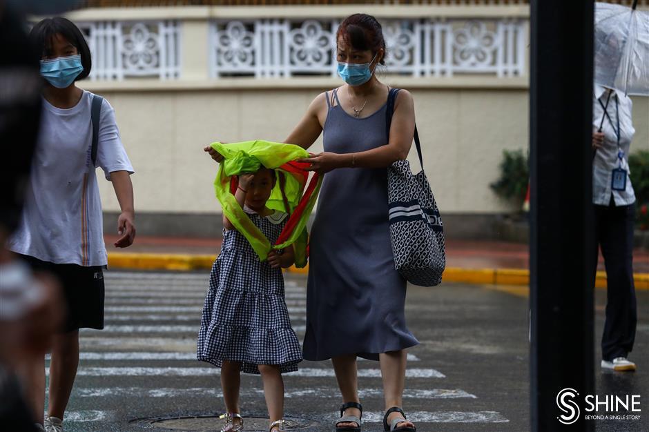 Heavy rain lashes city as Typhoon In-Fa nears