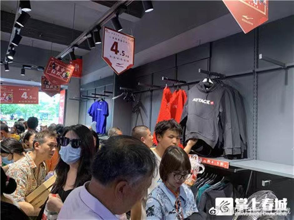 Shoppers flock to buy ERKE as a thank-you for their donation to Henan