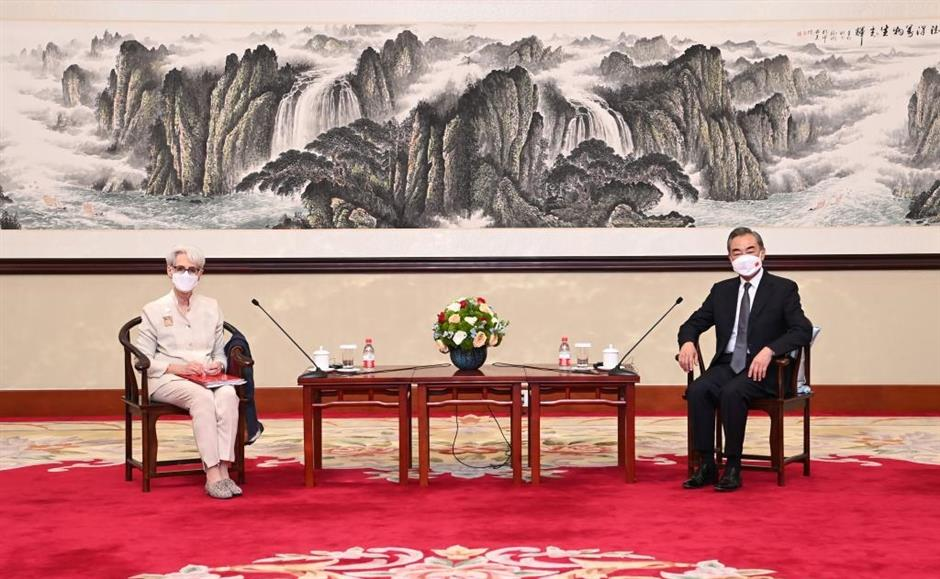 Chinese FM meets US deputy secretary of state, urging rational China policy