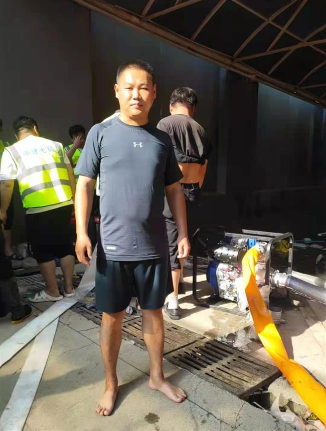 'Good Samaritan' helps to save 15 people during Zhengzhou floods