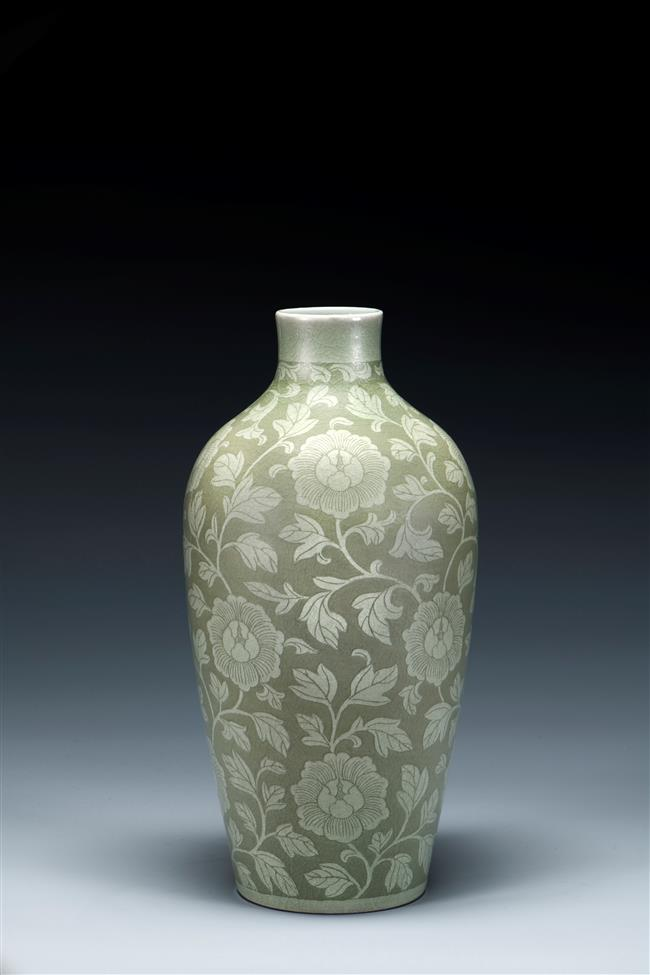 Display features ancient celadon pottery craft of porcelain master