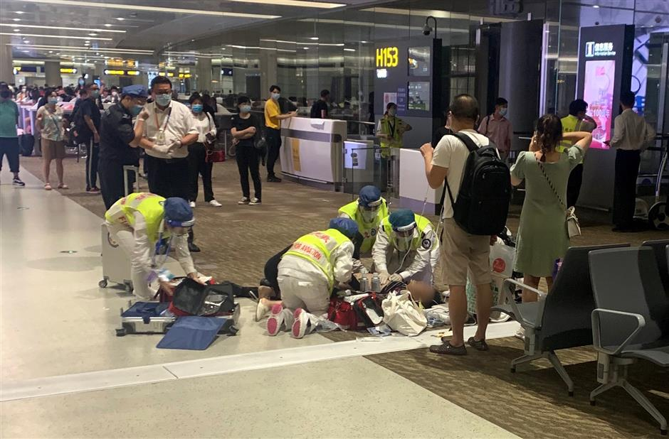 Traveler suffering cardiac arrest saved at Pudong airport