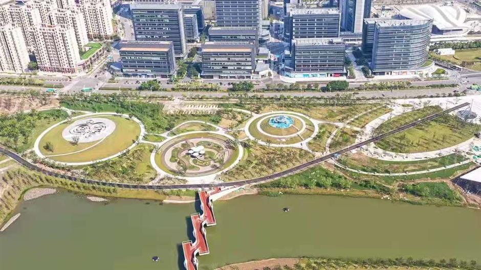 Shanghai's largest 'sponge park' opens to the public