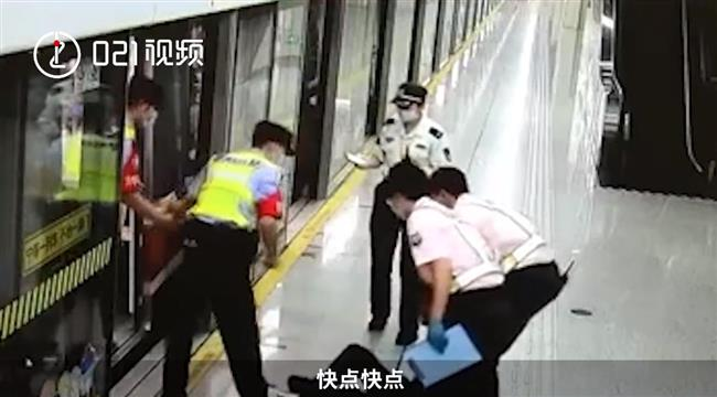 Man collapses on Metro during morning rush hour