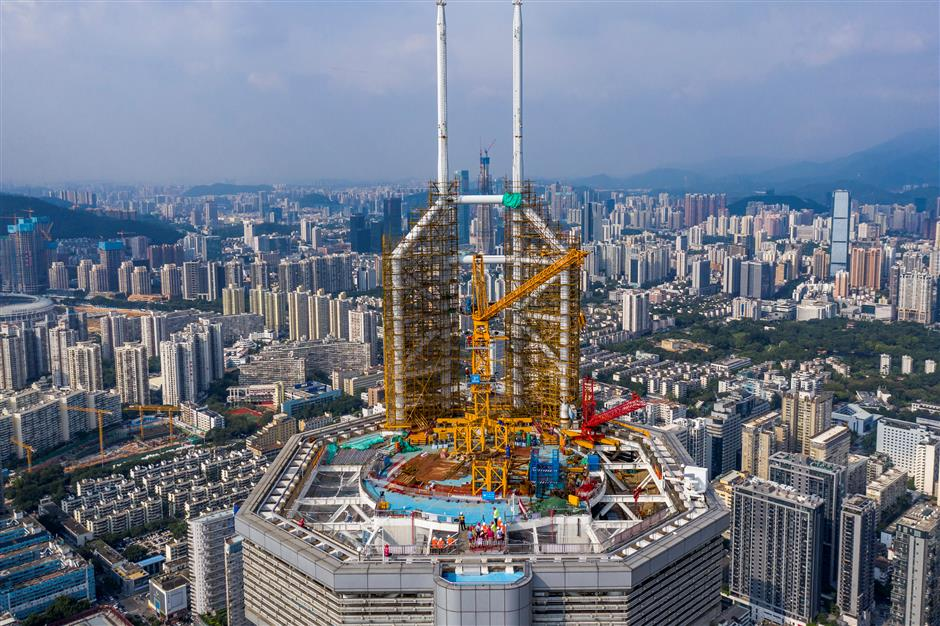 Skyscraper reopens after lengthy shutdown due to vibration