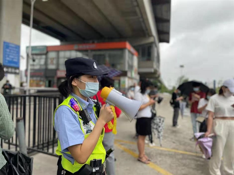 More Metro lines suspended in Shanghai due to typhoon
