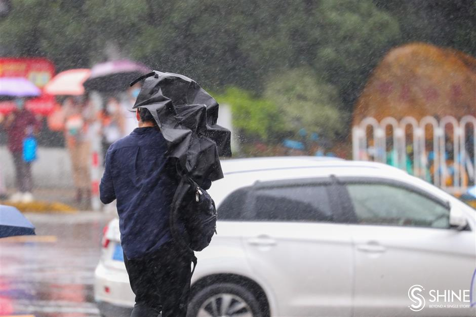 Typhoon Chanthu brings lingering heavy rains, strong winds