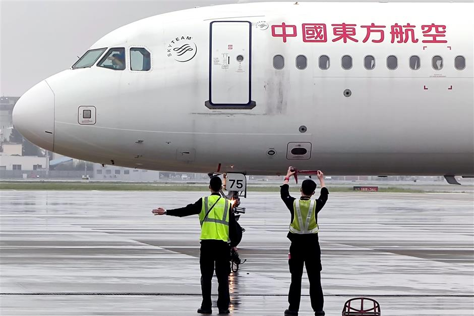 First aircraft takes off from Hongqiao airport after typhoon