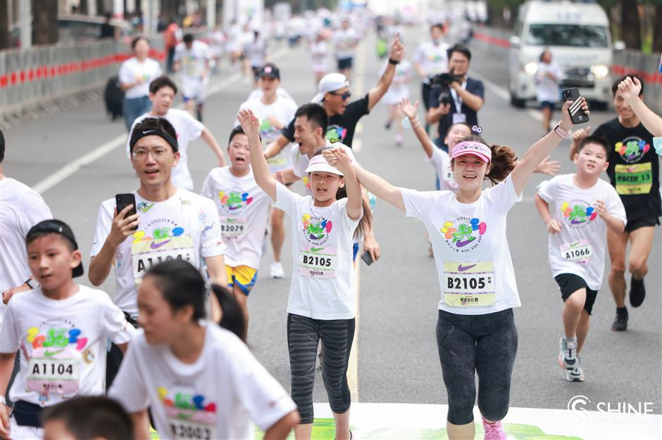 Young runners joined by parents for mini marathon