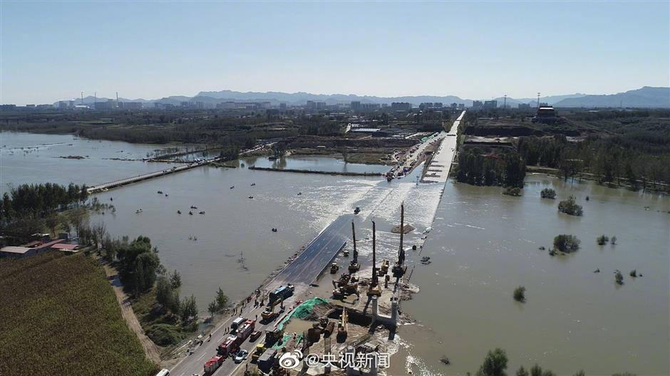 2 dead, 12 missing after bus falls into river in N China's Shijiazhuang
