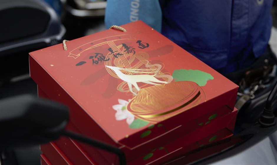 City temple presents 'longevity noodles' to seniors