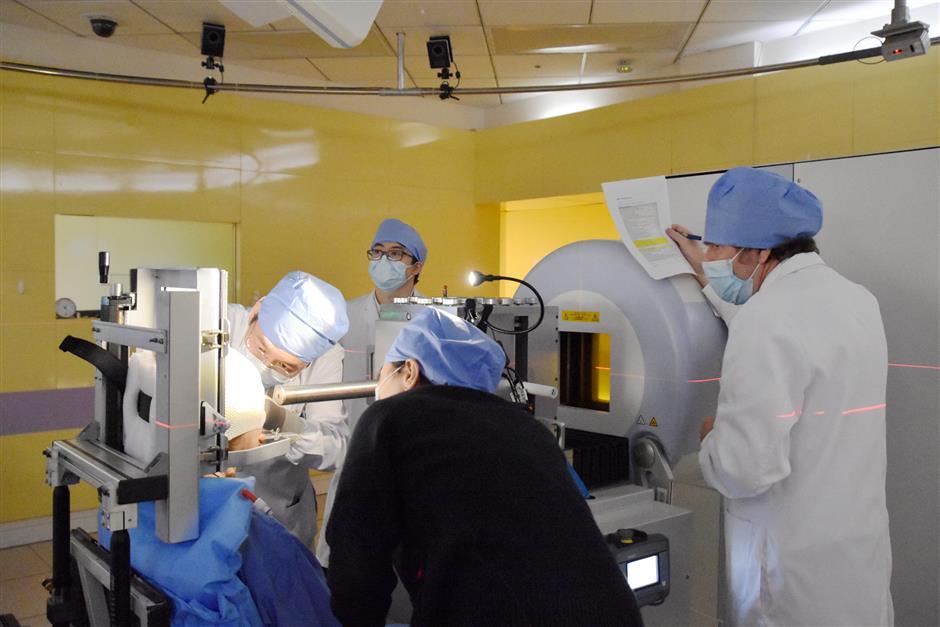 Proton radiation treatment effective for macular degeneration