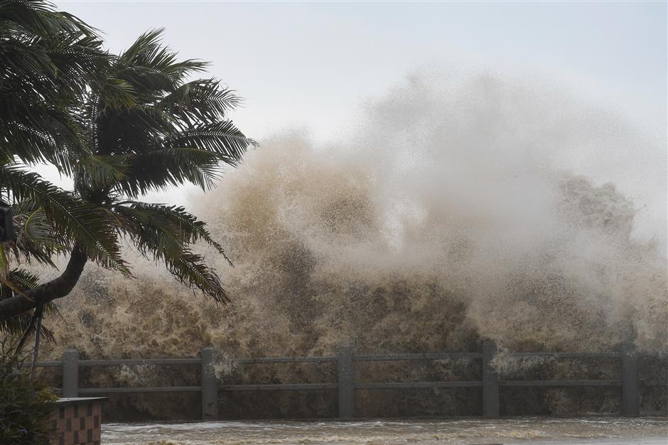 Typhoon Kompasu makes landfall in south China island province